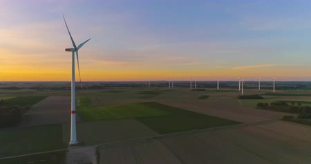 tvořit : AERIAL 4K  Ultra HD - Birds eye view on Wind Power, Turbine, Windmill, Energy Production at sunrise or sunrise - Clean and Renewable Energy