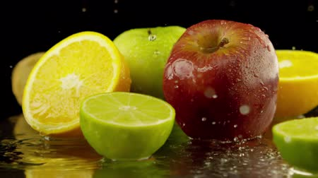 nutrição : water splashing over fresh fruits