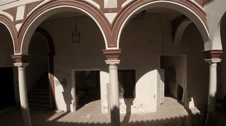 marrocos : Aerial lateral travelling of an old and beautiful courtyard. Seville, Spain. HD