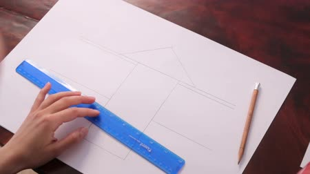 borracha : Girl draws some lines by pencil on paper using a ruler Vídeos