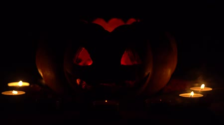 сквош : Candles went out in a pumpkin for halloween in the dark