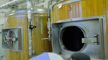 micro brewery : production of live beer brewing