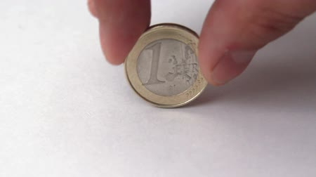 mince : fingers turning Euro coin