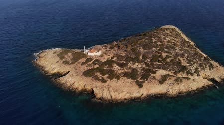 megőriz : Copter fly around the small island with old house surrounded by sea space. Island with one house. Loneliness. Aerial view. 4K