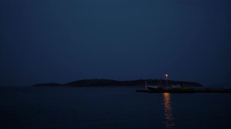 világítótorony : Lighthouse on the pier at night. 4K