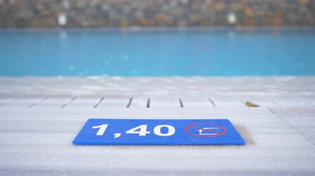 ter cuidado : 1,40 M. Depth marking on pool edge.inscription of the swimming pool depth.pool depth sign. 4K