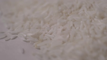 houba : Close-up of white rice on the table. Rice pours down. Slow motion Dostupné videozáznamy
