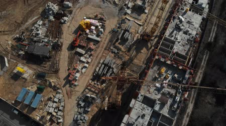 liquidação : Drone flying over a construction site with a top down view. The camera flies superstructure, top-down view. Aerial view 4K