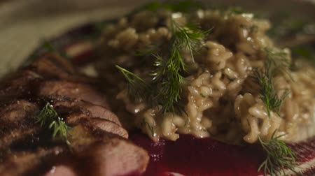 jarmuż : Slices of duck meat, seasoned with brown sauce and beet mousse, served with rice Wideo