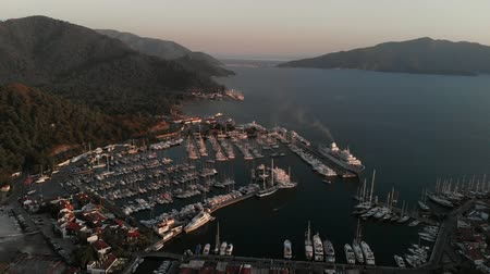cabo san lucas : Aerial view of luxury large cruise ship at port. Luxury liner is in the Bay of the resort town. Sunset Stock Footage