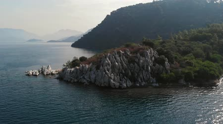 bungaló : Rocky coast of the island in the open sea. White rocks on the shore of the island. Aerial view Stock mozgókép