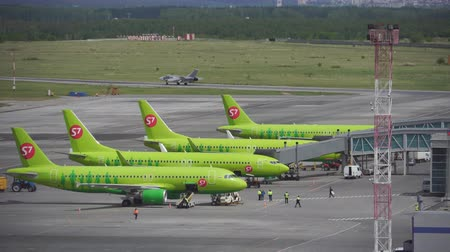 trup letadla : 7 airlines taxiing at Novosibirsk Tolmachevo Airport. June 20, 2017 in Novosibirsk Russia