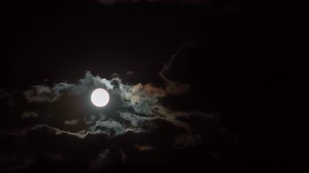 mehtap : Full moon behind moving clouds, time-lapse