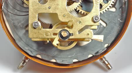 szerelő : Mechanical clock mechanism. Two clips in one. Stock mozgókép