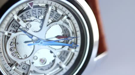 bilek : Close up of clicking wrist watch