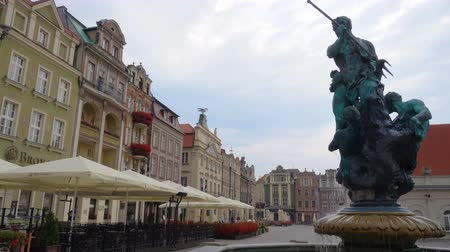 reneszánsz : Fountain with statue in old town square of Poznan at Poland