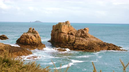 latarnia morska : Rocky Atlantic ocean coast in Brittany,France
