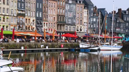 honfleur : HONFLEUR, FRANCE - APRIL 08, 2018: Honfleur harbour in a beautiful day, Normandy, France Stock Footage