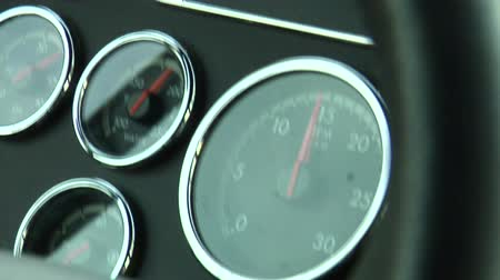 honit : monitors on dashboard viewed while driving Dostupné videozáznamy