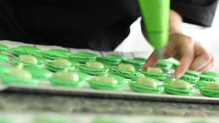 torty : a pastry chef filling macaroons