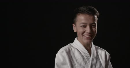 каратэ : Portrait of a hansome young martial arts practitioner Стоковые видеозаписи