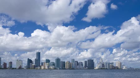 Майами : Miami skyline - time lapse on a beautiful sunny day in South Florida