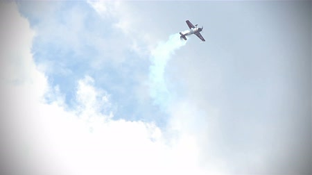 forgat : Aerobatic airoplane show on an event, one aircraft acrobatic executing spectacular stunts. High Definition.