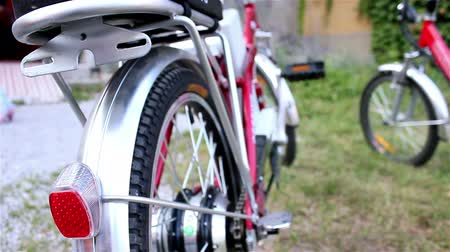 efektywność : Close up on electric city bicycle