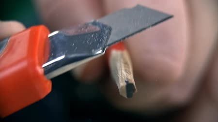 ołówek : Extreme close up of sharpening pencil with knife