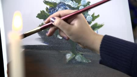 desenhada à mão : Slow motion painting on canvas with candlesticks