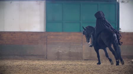 lovas : Slow Motion Sauron Galloping On Black Horse