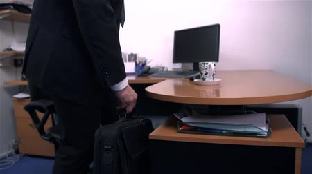 mobbing : Businessman Arriving To Work in Office Wideo