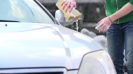 gąbka : Slow Motion Wet Sponge Cleaning Car With Hands