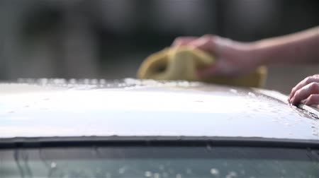 gąbka : Slow Motion Car Roof Cleaning