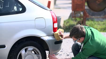 sünger : Slow Motion Car Washing Outside on Sunny Day Stok Video