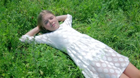 boso : Girl Sleeping in Grass and Waking Up