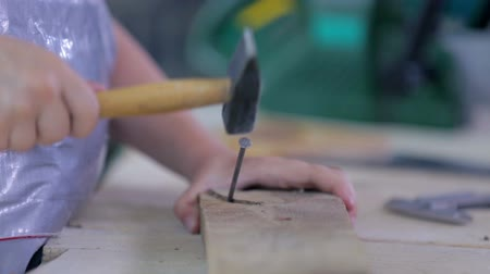 stavitel : Kid Hammer Nail to Wood Close Up