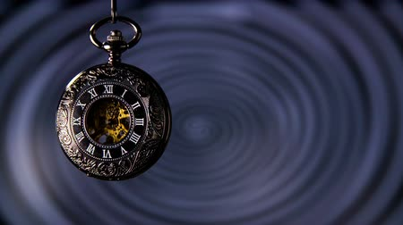 hipnoza : Old Pocket Watch With Spinning Hypnosis in Background. Antique pocket clock with hypnosis background. Wideo