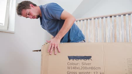 paket : Man unpacking big box with knife. Slow motion shot of man with knife un-boxing new stuff.