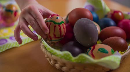 košíček : Decorated eggs for Easter holiday close up 4K. Finished decorated eggs in small basket waiting to be eaten.