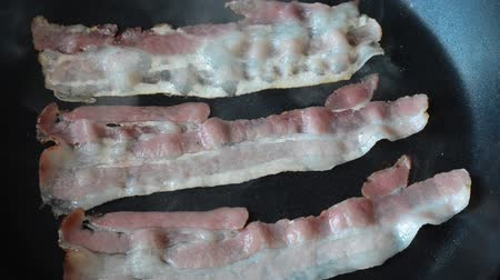 Slices of bacon on pan 影像素材