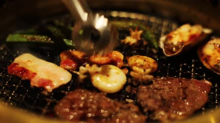 coreano : Korean style barbecue with meat and seafood