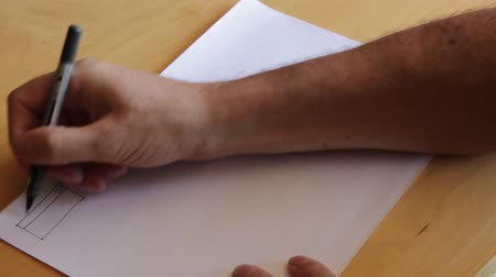 tervek : Hand drawing a plan using pen and paper