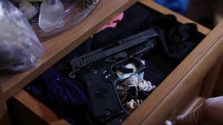 lieutenant : CSI Expert detect gun in the dresser