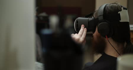 algılayıcı : A young bearded engineer uses virtual reality glasses