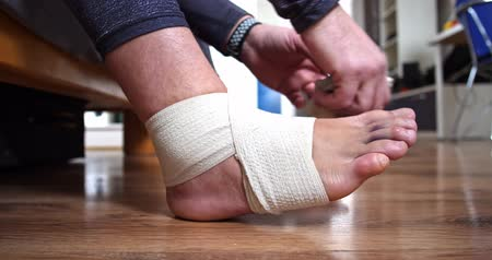 relieves : Mens relieves elastic bandage from injured leg