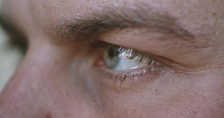 sentido : Men eye close up 4K