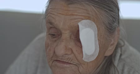 elâ : Old Lady with injured eye Cataract, Glaucoma close up