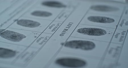 指紋 : Fingerprints card close up in motion, CSI.