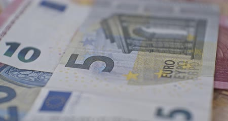 euromunt : 5 euro banknote details close-up EUR currency